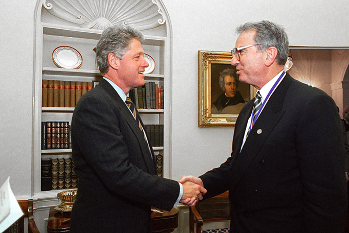 Irwin Jacobs receives NMTI from President Clinton