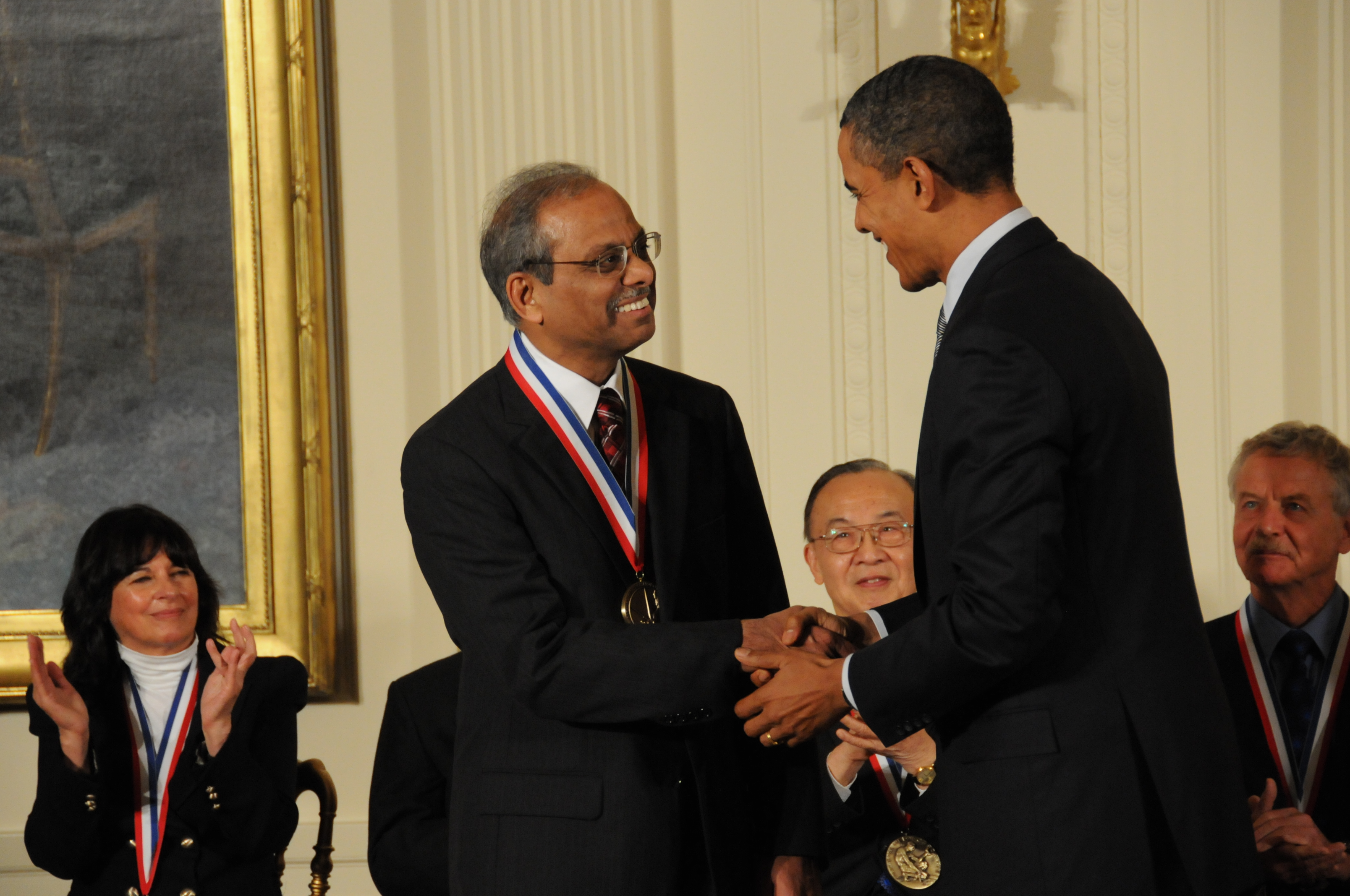 Rakesh Agrawal receives medal from President Obama
