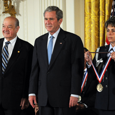 Paul Baran stands beside President George W. Bush
