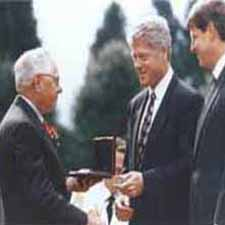 George Kozmetsky shakes hands with President Bill Clinton