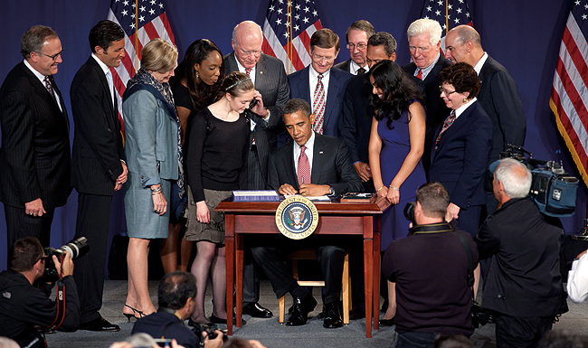 Photo showing President Barack Obama signing the America Invents Act into law September 16, 2011, at Thomas Jefferson High School for Science and Technology in Alexandria, Virginia.
